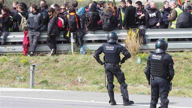 Catalan police break up pro-independence motorway protest - NO COMMENT