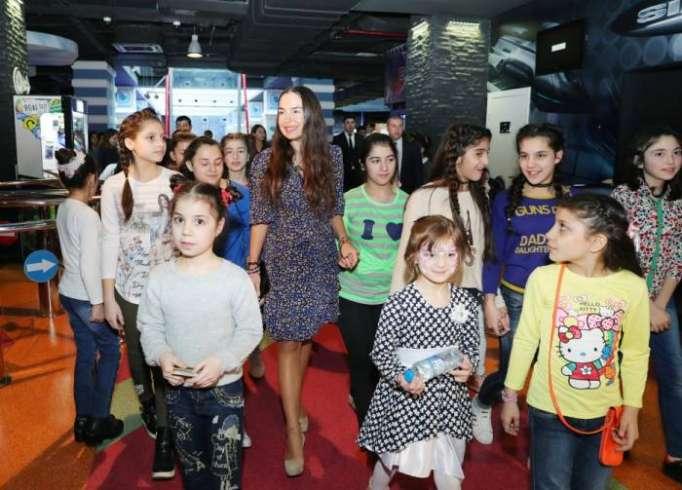 Leyla Əliyeva uşaqlarla birgə əyləncə proqramında - FOTOLAR