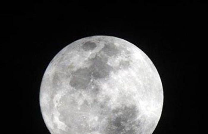دراسة كندية تبحث تأثير اكتمال القمر على صحة الإنسان
