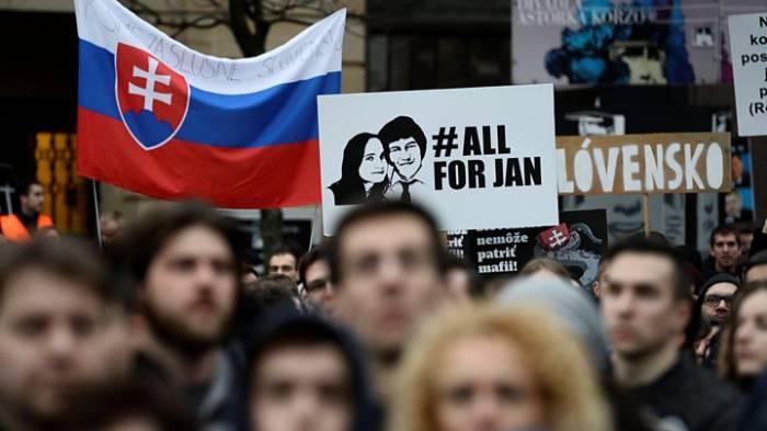 Slovakia journalist murder: Thousands march against corruption
