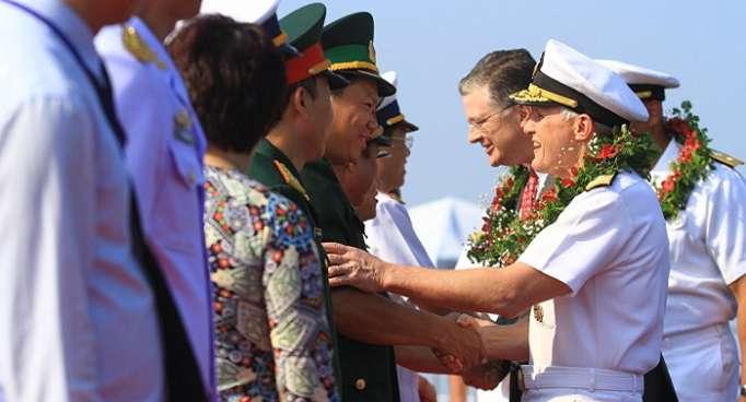 Un portaviones nuclear amarra en Vietnam: todas las claves de la histórica visita