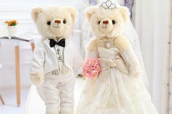مليونيرة تقيم حفل زفاف فاخر لدميتين