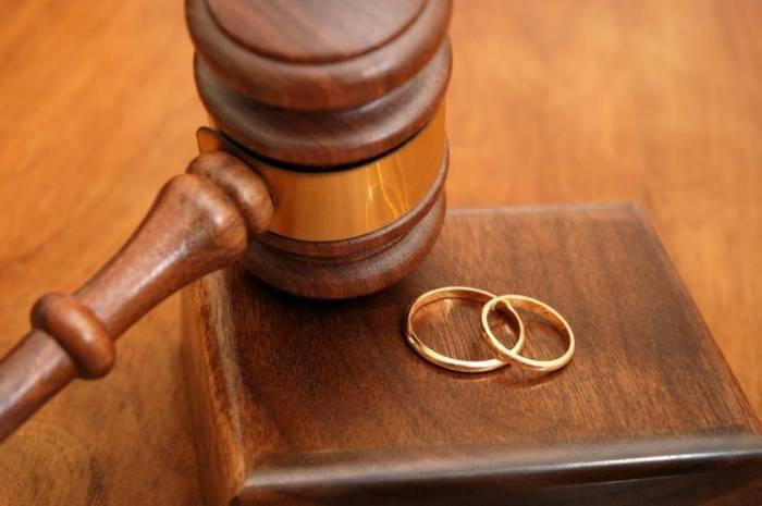 İki ayda 2383 ailə boşanıb