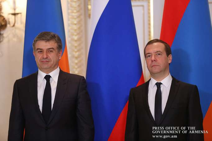 Medvedev discusses situation in Armenia with its acting prime minister