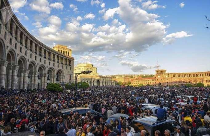 Ermənistanda iqtidar deputatından Paşinyana dəstək