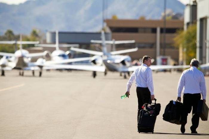 6 dead when Arizona plane crashes shortly after takeoff