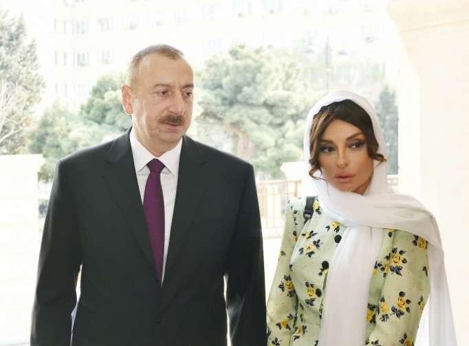 Prezident xanımı ilə Hacı Cavad məscidində - FOTOLAR(Yenilənib)
