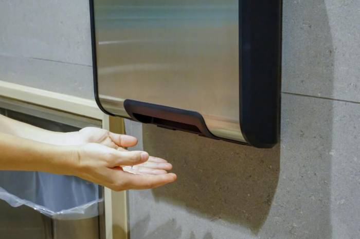 Bathroom hand dryers: Another study shows how gross they may be