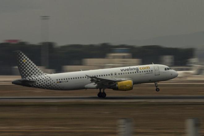 Los pilotos de Vueling irán a la huelga para que les garanticen que mantendrán sus bases en España