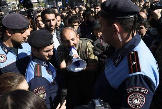 """Ermənistan müxalifəti """"məxməri inqilab"""" komitəsi yaradıb"""