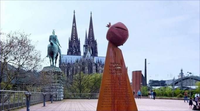 """Ermənilərin Kölndəki """"soyqırım"""" memorialı söküləcək"""