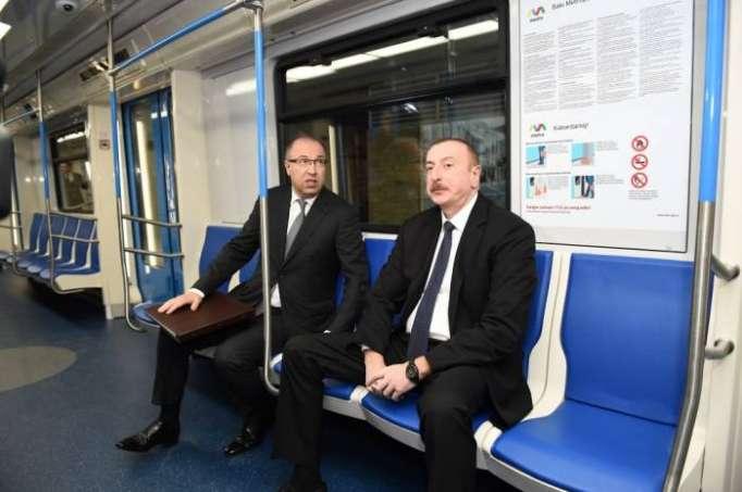 İlham Əliyev metroya mindi - FOTOLAR