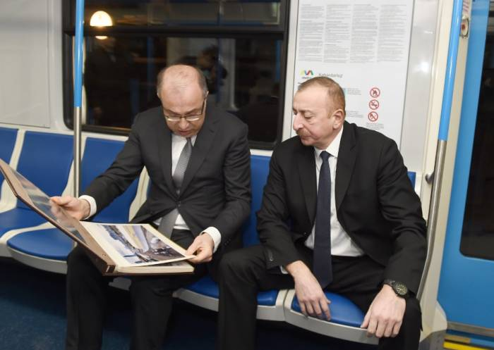 İlham Əliyev metroya mindi – Fotolar (Yenilənib)