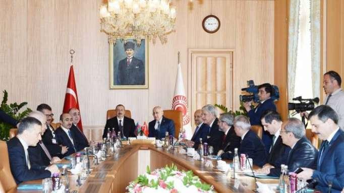 Aliyev se reúne con el presidente de la Gran Asamblea Nacional de Turquía