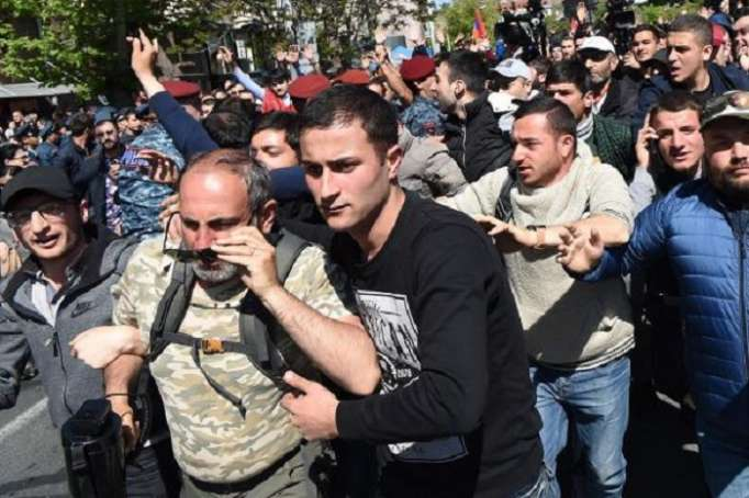"""Neue Proteste in Jerewan - Die Leute fordern: """"Pashinian soll Premierminister werden"""" - LIVE"""