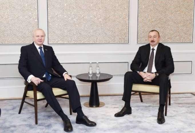 Präsident Ilham Aliyevs Besuch in Großbritannien beginnt (FOTO)