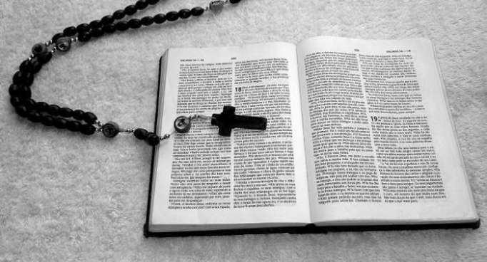 """Was taugt die Bibel noch? US-Magazin nennt das Heilige Buch """"doof"""""""