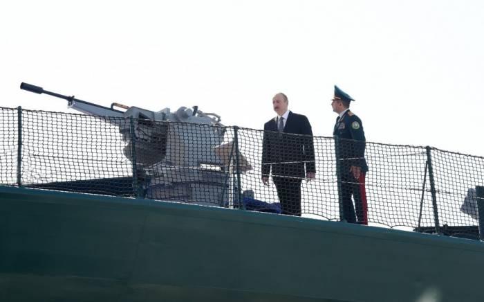 """İlham Əliyev """"Tufan"""" gəmisində - FOTOLAR (Yenilənib)"""