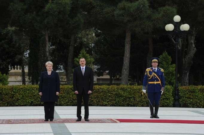 رئيسة ليتوانيا تهنئ الهام علييف