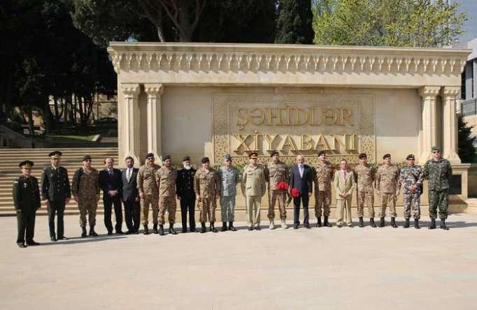 Le général de brigade pakistanais arrive à Bakou