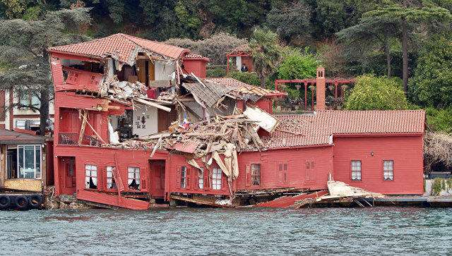 Tanker crashes into historic mansion by Istanbul