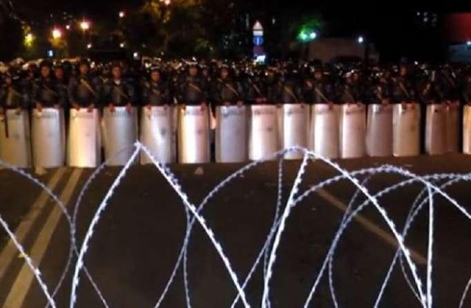 İrəvanda etirazlar pik həddədir - Küçələrdə barikadalar quruldu (VİDEO)