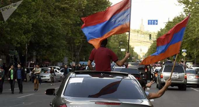 Las fuerzas políticas inician las consultas en Armenia para superar la crisis de Gobierno