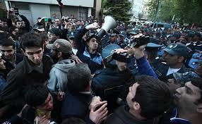 Armenian defense ministry demands protesters to free roads