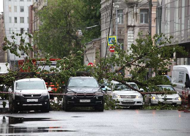 Storm in Moscow leaves one girl dead, 12 people injured