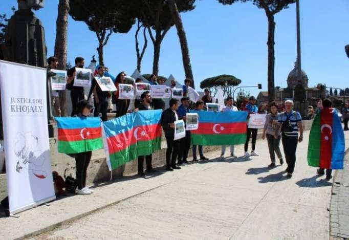 Protestas en Italia a la visita de Sargsyán - FOTOS