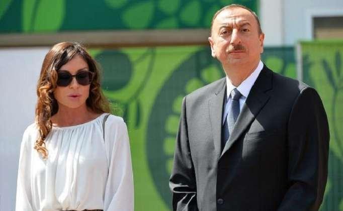 İlham Əliyev və birinci xanım sərgidə
