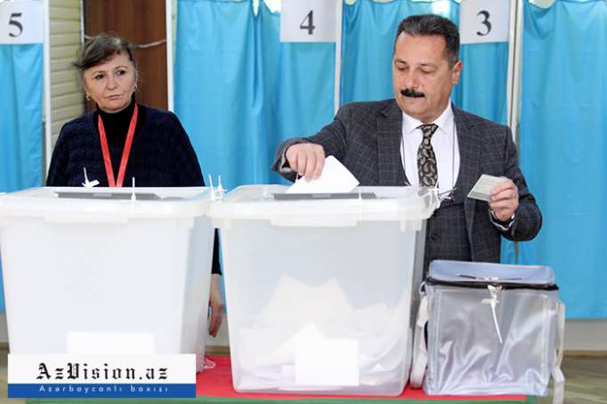 Azerbaijan reveals voter turnout in presidential elections as of 12:00 - VIDEO