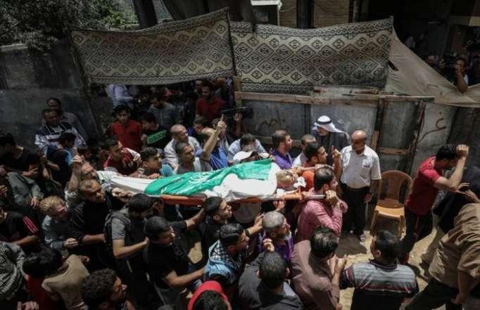 تشييع جثمان فلسطيني استشهد برصاص إسرائيلي قرب حدود غزة