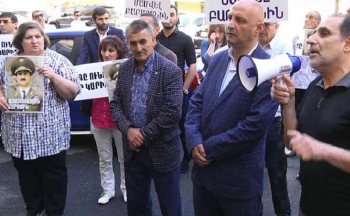Ermənistanda baş prokurora qarşı etirazlar -