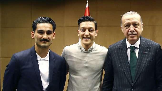 Özil und Gündogan stehen zu Deutschland