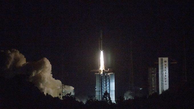 China schickt Satelliten zu Mondrückseite