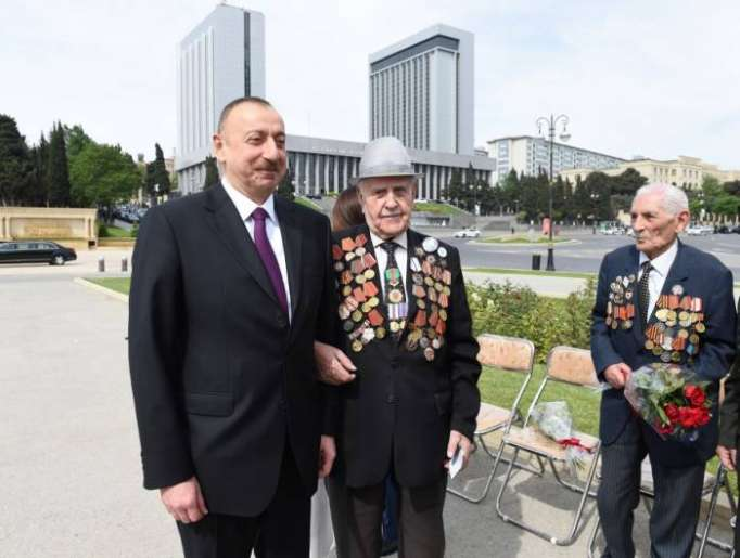 President Aliyev attends ceremony to mark May 9 Victory Day in Baku - PHOTOS