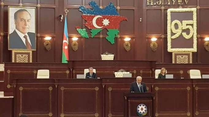 """""""Heydər Əliyevin gördüyü işlər insanı heyrətə gətirir"""" - Spiker"""