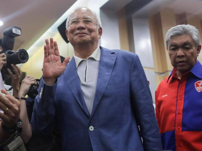 Former Malaysian PM barred from leaving country amid corruption claims