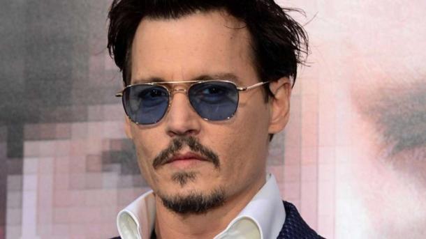 VIDEO: El Mercedes de Johnny Depp choca contra una pared en San Petersburgo