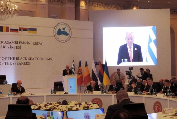Istanbul a accueilli le Sommet des présidents de parlement consacré au 25e anniversaire de l'AP de l'OCEMN