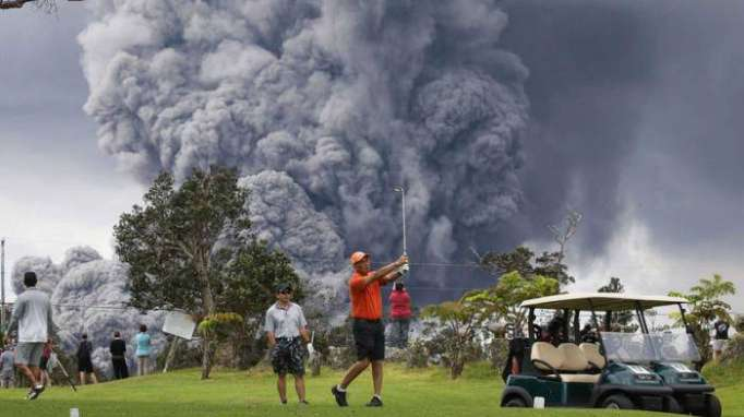 Se decreta la alerta roja para aviación en Hawái por una enorme nube de cenizas del volcán Kilauea