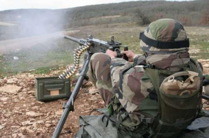 Armenische Einheiten setzen großkalibrige Maschinengewehre ein