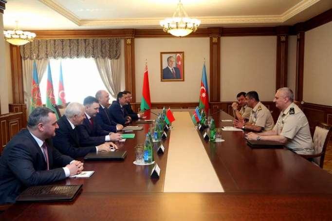Azerbaiyán y Belarús examinaron las perspectivas del desarrollo de la cooperación técnico-militar