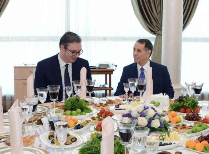 Gemeinsames Arbeitsessen von Premierminister Novruz Mammadov mit Serbiens Präsident Aleksandar Vučić