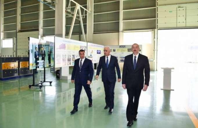 Präsident Ilham Aliyev weiht neuen Betrieb der Hochspannungsausrüstungen ein