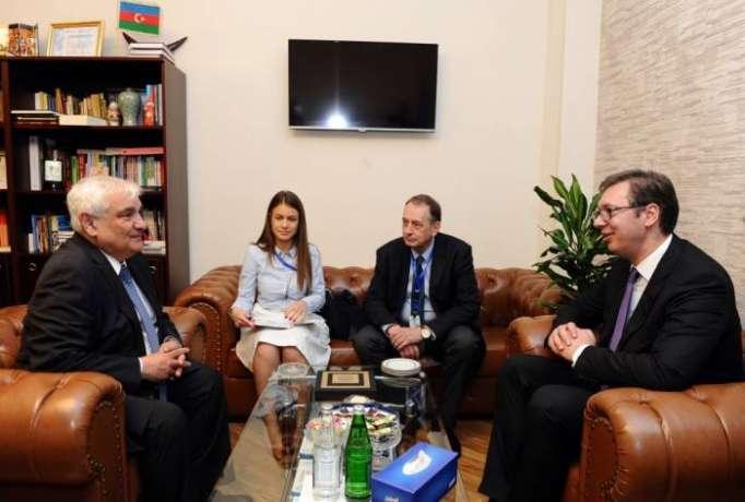 Aserbaidschanische Sprachenuniversität verlieht Serbiens Präsident Ehrendoktor