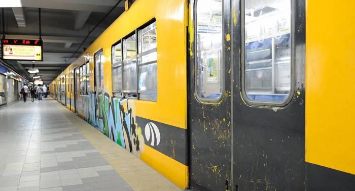 Un hombre muere en el metro de Madrid después de que le empujaran a las vías