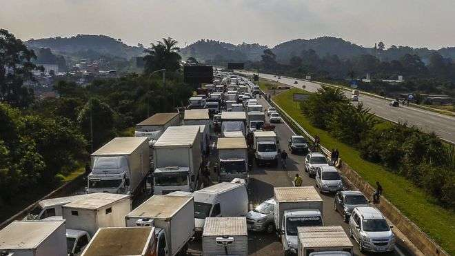 Brazil fuel protests: Temer orders armed forces to end trucker blockades