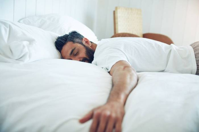 Sleep in this weekend -- you might live longer